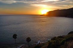 Por do sol sobre o oceano Foto de Stock