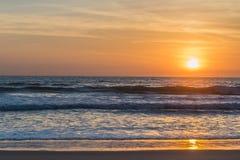 Por do sol sobre o Oceano Pacífico foto de stock