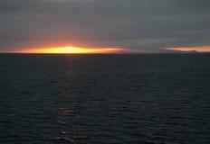 Por do sol sobre o Pacífico nas Ilhas Galápagos Fotos de Stock