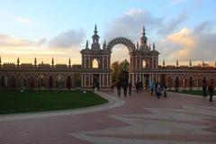 Por do sol sobre o parque de Tsaritsyno foto de stock