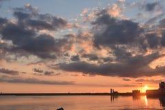 Por do sol sobre o porto Fotografia de Stock Royalty Free
