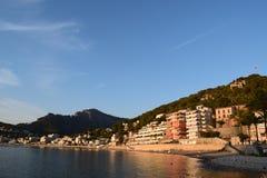 Por do sol sobre o porto natural de Porto de Soller em Majorca Fotografia de Stock