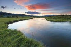Por do sol sobre o rio Foto de Stock Royalty Free