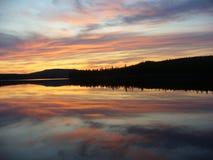 Por do sol sobre o rio Imagem de Stock Royalty Free