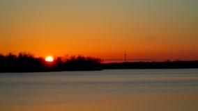 Por do sol sobre o rio grande Imagens de Stock Royalty Free