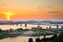 Por do sol sobre o rio Mississípi imagens de stock
