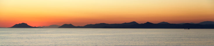 Por do sol sobre os consoles mediterrâneos Foto de Stock