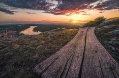 Por do sol sobre a paisagem com o rio Fotografia de Stock