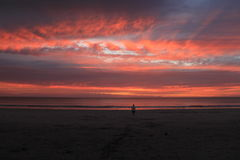 Por do sol sobre a praia Foto de Stock Royalty Free