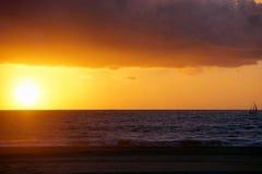 Por do sol sobre a praia em Los Angeles, Califórnia Foto de Stock