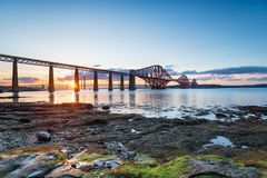 Por do sol sobre a quarta ponte fotografia de stock royalty free