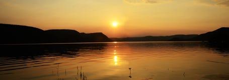 Por do sol sobre a represa de Loskop imagens de stock royalty free