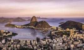Por do sol sobre Rio de janeiro Imagens de Stock