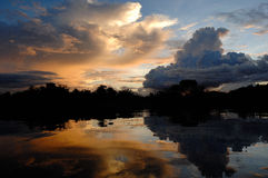 Por do sol sobre Rio Negro fotografia de stock