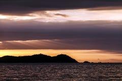 Por do sol sobre SanYa imagens de stock