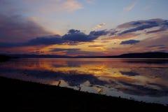 Por do sol sobre um Loch escocês Fotografia de Stock Royalty Free
