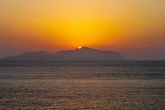 Por do sol sobre uma ilha no Mar Vermelho Imagem de Stock Royalty Free