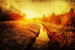 Por do sol sobre uma paisagem rural com textura do grunge foto de stock royalty free