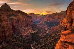 Por do sol sobre Zion National Park, Utá fotos de stock royalty free