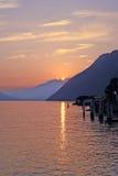 POR DO SOL SUÍÇO DO LAGO DAS MONTANHAS, SWITZERLAND Fotografia de Stock Royalty Free