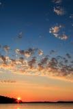Por do sol sueco do verão no arquipélago imagens de stock royalty free
