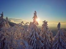 Por do sol superior no landskape da montanha Imagem de Stock