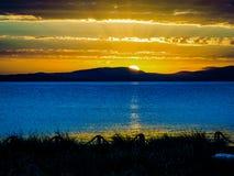 Por do sol surpreendente da praia em Tasmânia, Austrália Imagens de Stock
