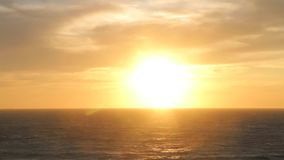 Por do sol surpreendente e mar filme