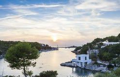 Por do sol surpreendente no sul de Ciudadela, Minorca, Menorca, Balearic Island, Espanha Imagens de Stock