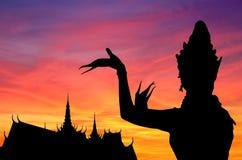 Por do sol tailandês da dança Imagem de Stock