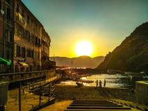 Por do sol 5 Terre Vernazza, Liguria Itália Imagem de Stock