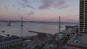 Por do sol Timelapse sobre San Francisco Bay Bridge video estoque
