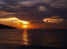 Por do sol tormentoso imagem de stock
