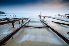 Por do sol tormentoso da pesca, versão da onda Foto de Stock Royalty Free