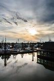Por do sol tormentoso do porto Imagem de Stock