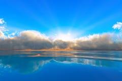 Por do sol tranquilo do oceano Imagens de Stock Royalty Free