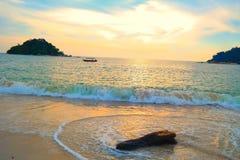 Por do sol tropical em 7pm na ilha de pangkor Imagens de Stock Royalty Free