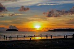 Por do sol tropical na baía de Kota Kinabalu Imagem de Stock Royalty Free
