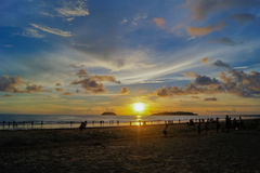 Por do sol tropical na baía de Kota Kinabalu Foto de Stock