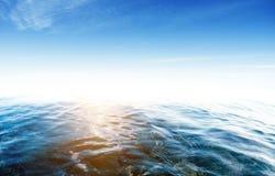 Por do sol tropical do oceano fotografia de stock royalty free