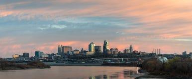 Por do sol urbano do centro da skyline de Kansas City Foto de Stock Royalty Free