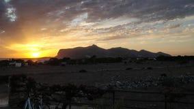 Por do sol do verão na ilha de Favignana imagens de stock