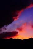 Por do sol vibrante da montanha Imagem de Stock