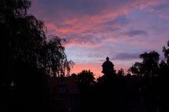 Por do sol a vista da cidade velha de Zelenogradsk fotos de stock