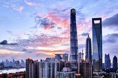 Por do sol waitan do lujiazui de Shanghai Fotos de Stock Royalty Free