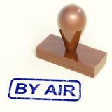 Por el aire el sello de goma muestra entrega internacional del correo aéreo Foto de archivo libre de regalías