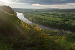 Por el lado del río Fotos de archivo libres de regalías