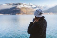 Por el lago en invierno Fotos de archivo libres de regalías