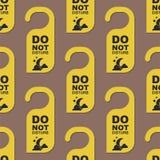 Por favor não perturbe da privacidade quieta da sala do serviço do motel da porta do hotel a mensagem sem emenda do cair do cartã Imagem de Stock
