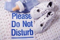 Por favor não perturbe o bebê Imagens de Stock Royalty Free
